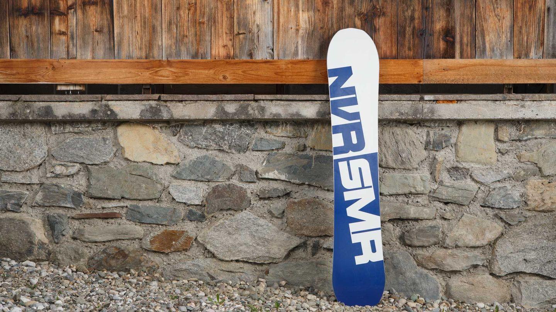 http---coresites-cdn.factorymedia.com-whitelines_new-wp-content-uploads-2016-09-never_summer_twenty_five_25_snowboard_2016_2017_review_100_T__7843